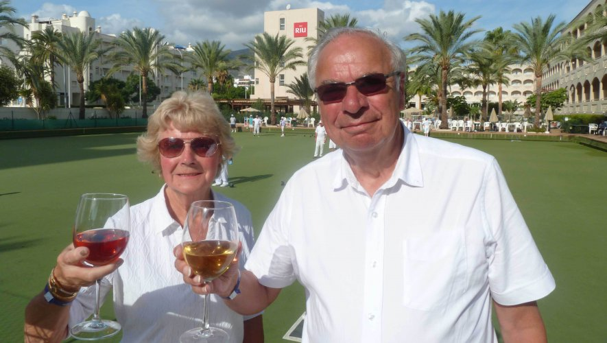 A couple enjoy a glass of wine on a bowls holiday